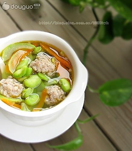 蚕豆杂蔬汤的做法