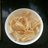 木耳烧腐竹的做法图解1