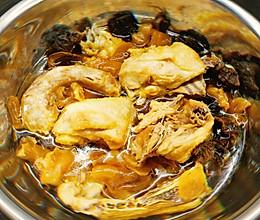 原汁原味杂菌/花胶炖鸡(羊肚菌和姬松茸)的做法