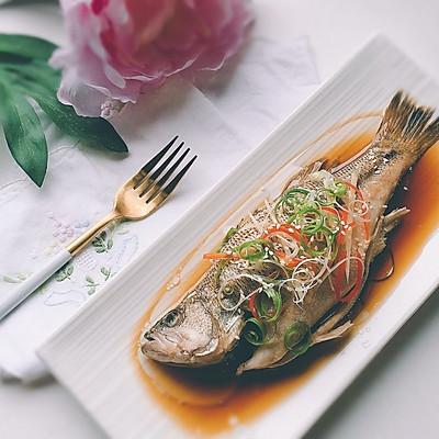 吃好一条鱼?是煎、是炸、是炖?葱油鲈鱼,请跟我来学哦!
