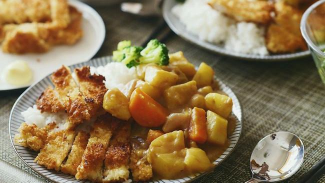 咖喱鸡排饭【炸鸡排】的做法