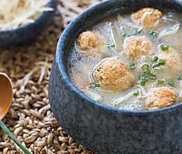 冬瓜银鱼丸子汤的做法