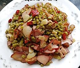 酸豆角炒腊肉的做法