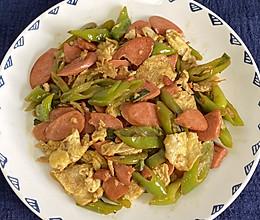 青椒香肠炒鸡蛋的做法