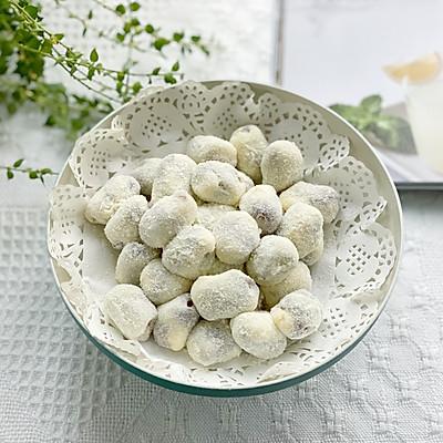 网红小零食杏仁奶枣