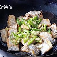【香辣红烧带鱼】不放一滴水的醇香的做法图解6