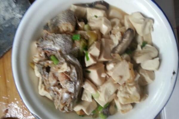 鱼头烧豆付的做法