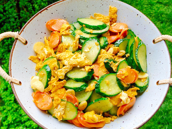 黄瓜火腿炒鸡蛋的做法