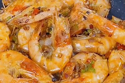 干锅椒盐虾,刚出锅3分钟,只剩一堆虾头