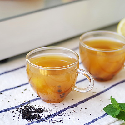 自制百香果蜜桃水果茶,坐在家里也能喝的到,还要去排队嘛?