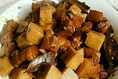 荔浦芋头烧五花肉