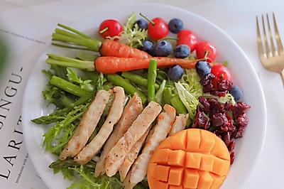 高颜值轻食:彩蔬鸡胸肉沙拉 秀色可餐