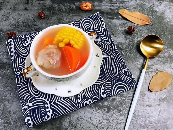 清淡不油腻——玉米胡萝卜薏仁猪展汤的做法
