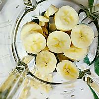 香蕉牛油果奶昔#花10分钟,做一道菜!#的做法图解2