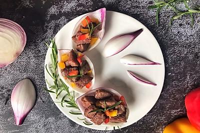 创意彩椒牛肉洋葱盅
