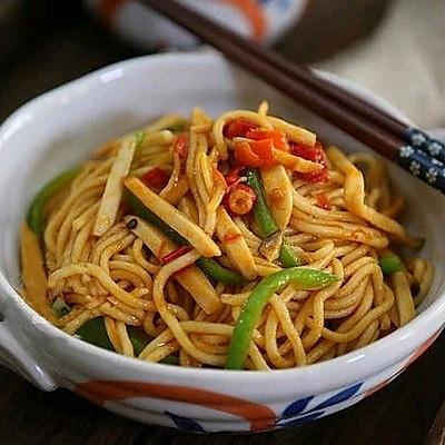 红油杏鲍菇炒面