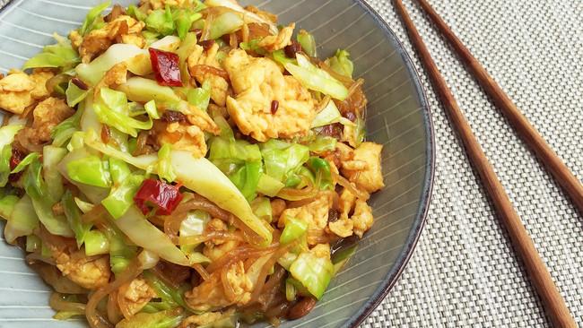 包菜粉丝炒鸡蛋 裂墙推荐 下饭美味又简单的做法