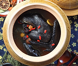 红枣枸杞桂圆莲子乌鸡汤的做法