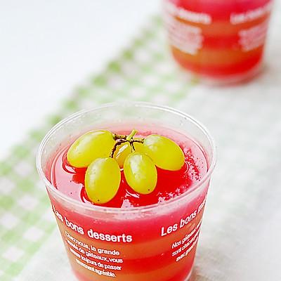 两种纯天然果汁混搭出不一样的口感——西瓜青提果冻杯