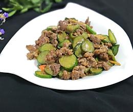 红椒黄瓜炒牛肉
