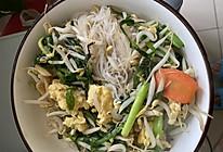 韭菜豆芽炒粉丝的做法