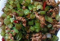 芹菜粒炒肉末的做法