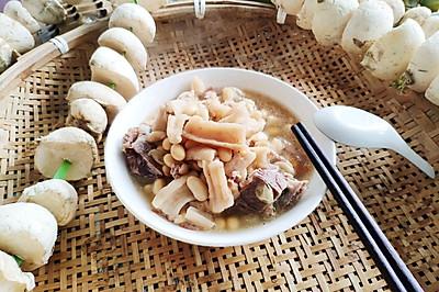 冬季滋补_黄豆萝卜排骨汤
