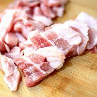 辣白菜炒五花肉的做法图解1