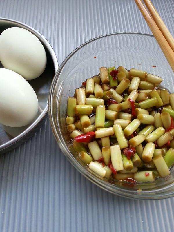 下饭的小菜——腌蒜薹、的做法