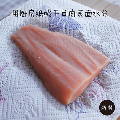 三文鱼什锦炒饭【两餐原创】的做法 步骤5