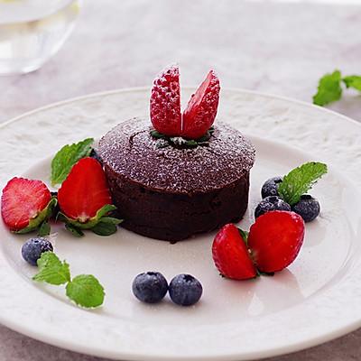 别怕,天再冷,再孤独,还有我的这份温情,巧克力蓝莓熔岩蛋糕