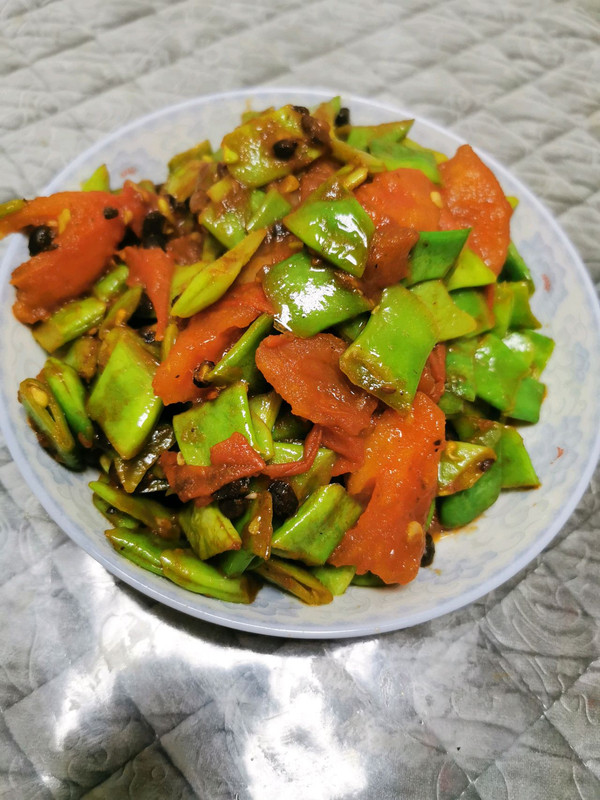 西红柿炒扁豆角的做法