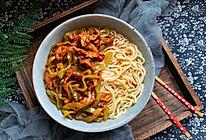 #一人一道拿手菜#青椒肉丝面的做法