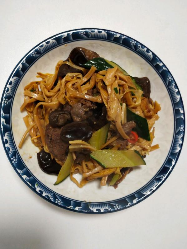 牛肉炒黄花菜+木耳的做法