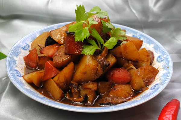 #菁选酱油试用之香菇炖土豆的做法