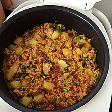 五花肉土豆焖饭