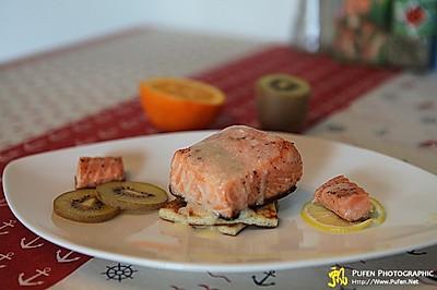 橙奶酱香煎挪威三文鱼
