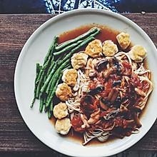 番茄蘑菇汤酱配鸡肉丸