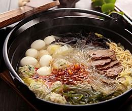下班回家不想做饭,不如来试试这道超快手的美食——牛肉粉丝砂锅的做法