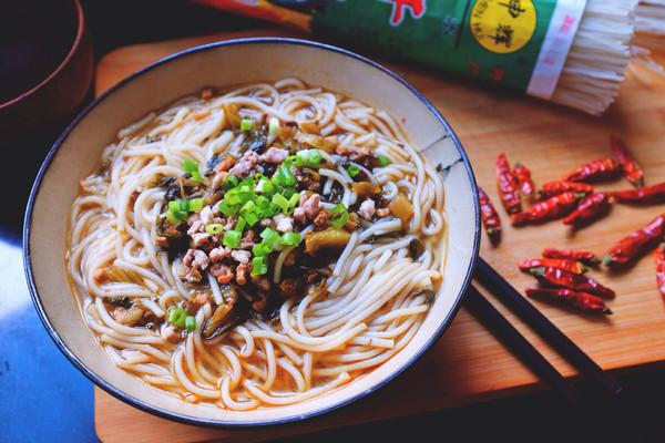 老坛酸菜米线的做法