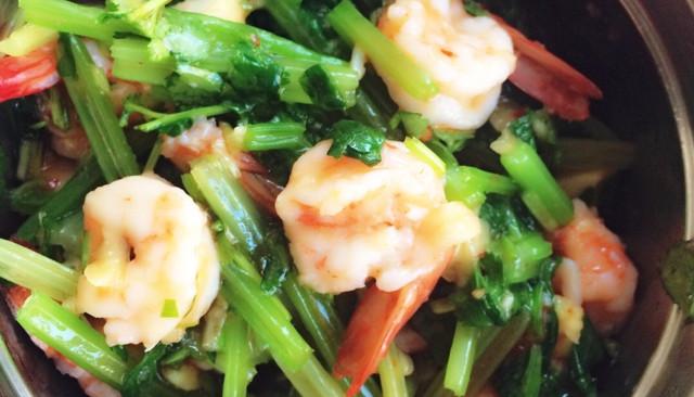 凉拌香芹酸辣虾的做法