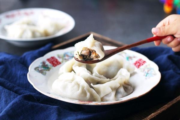 香菇酸菜猪肉水饺的做法