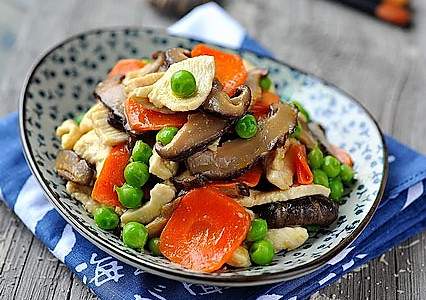 香菇鸡片的做法