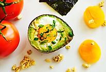 拥有超级颜值的营养早餐:牛油果焗蛋的做法