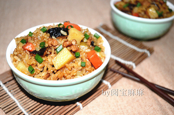 香菇土豆肉丁焖饭的做法