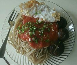 自制番茄酱鸡蛋香菇拌面的做法