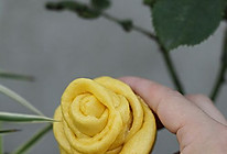 奶香玫瑰花卷的做法