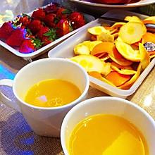 榨新鲜纯橙汁。