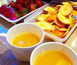 榨新鲜纯橙汁。的做法