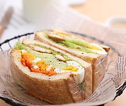 低脂早餐的美味吃法,超大份哦——鸡胸肉三明治的做法
